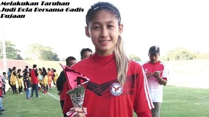 Melakukan Taruhan Judi Bola Bersama Gadis Pujaan